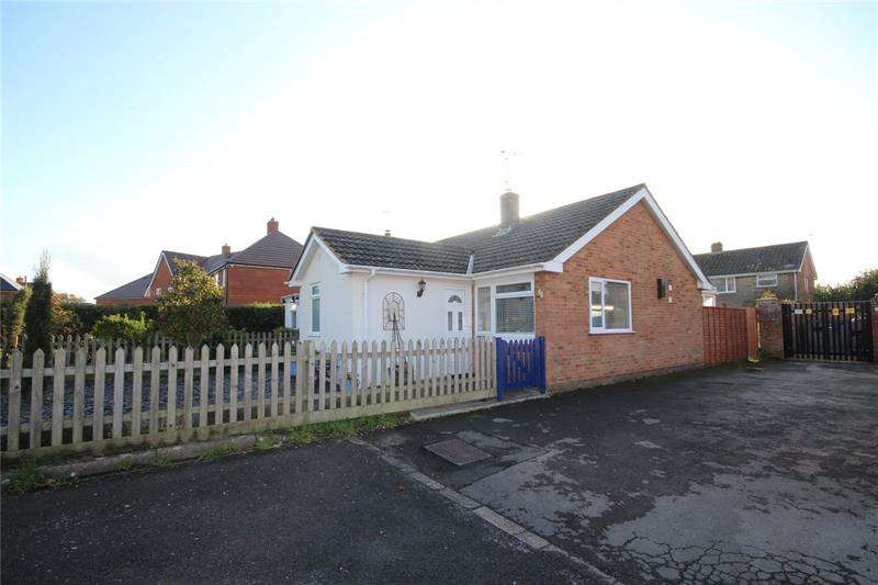 2 Bedrooms Bungalow for sale in Hightown Gardens, Ringwood, BH24