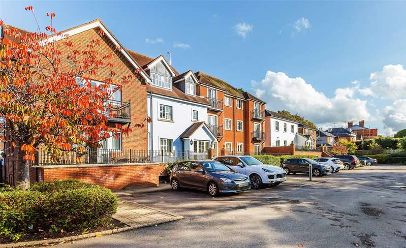 2 Bedrooms Apartment Flat for sale in Townfield Court, 32 Horsham Road, Dorking, Surrey, RH4