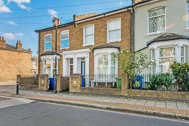 3 Bedrooms End Of Terrace House for rent in Nigel Road, London SE15
