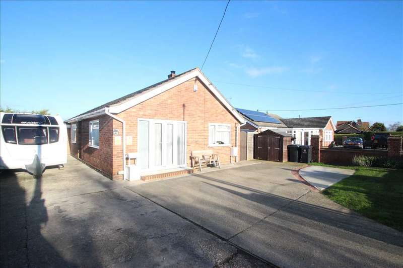 3 Bedrooms Bungalow for sale in Dumont Avenue, St. Osyth