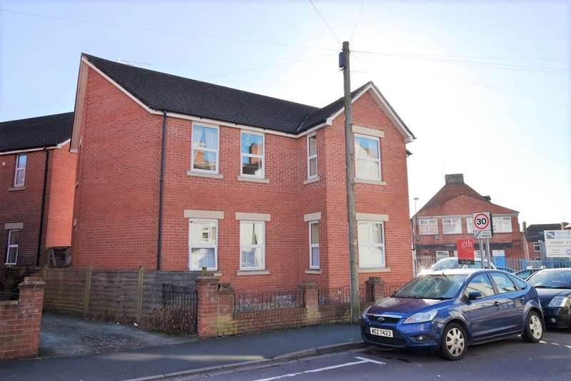 2 Bedrooms Apartment Flat for rent in Crofton Avenue, Yeovil, Somerset, BA21