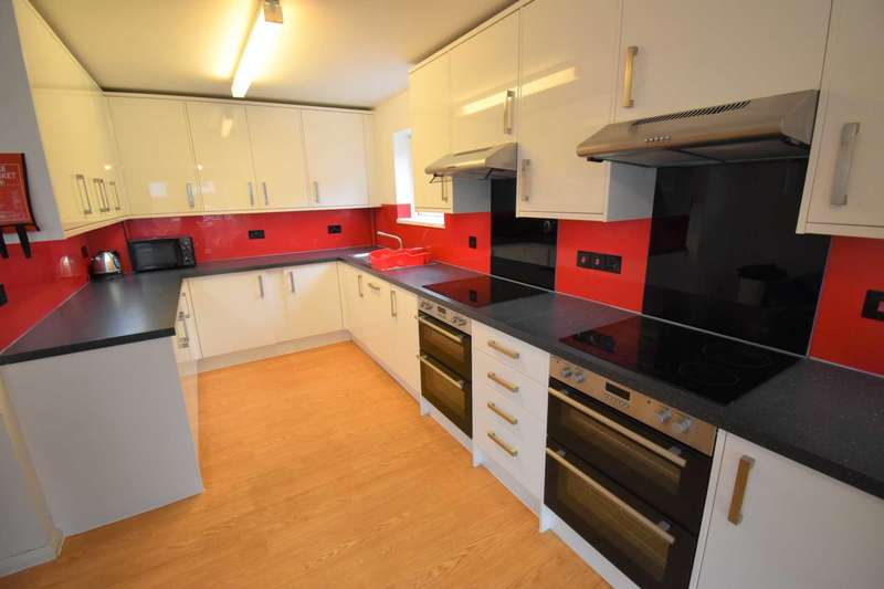 7 Bedrooms House for rent in Allcroft Road, Reading