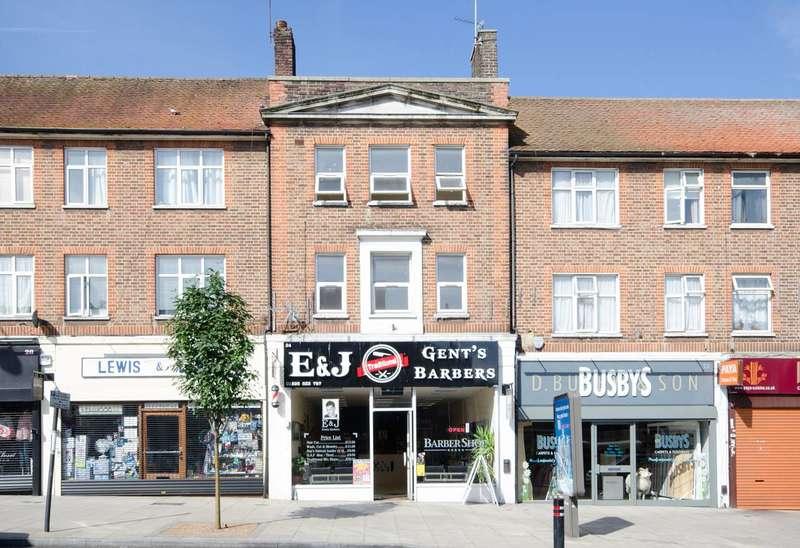 3 Bedrooms Flat for rent in Victoria Road, Ruislip Manor, HA4