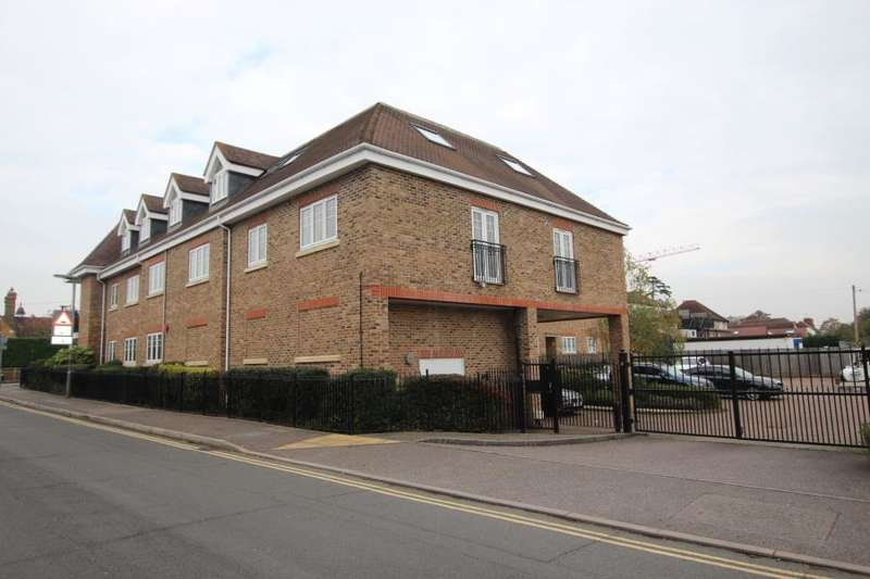 2 Bedrooms Apartment Flat for rent in Staines