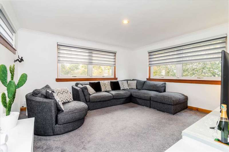 2 Bedrooms Apartment Flat for sale in Kirkton Place, Village, EAST KILBRIDE