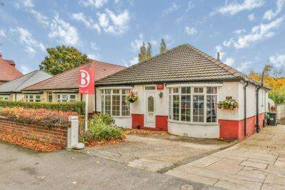 2 Bedrooms Bungalow for sale in Folds Crescent, Sheffield, South Yorkshire