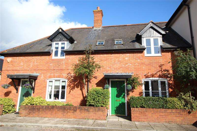 3 Bedrooms Terraced House for sale in Towngate Mews, Christchurch Road, Ringwood, Hampshire, BH24