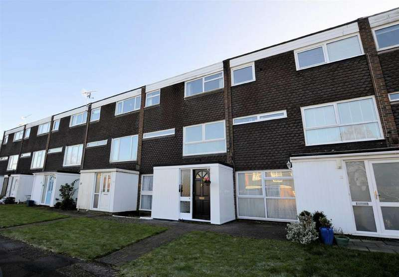 3 Bedrooms Maisonette Flat for sale in Egg Hall, Epping