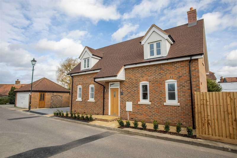 3 Bedrooms Detached House for sale in Willow Tree Close, Abridge