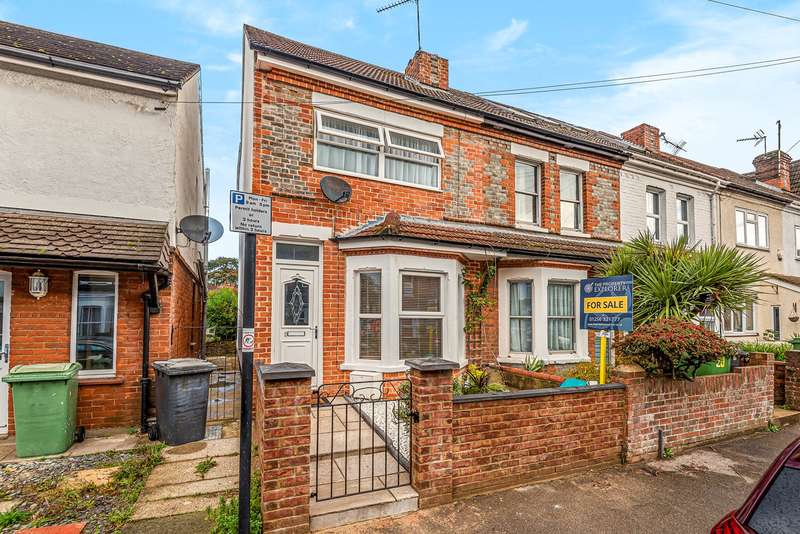 3 Bedrooms End Of Terrace House for sale in Coronation Road, Basingstoke, RG21