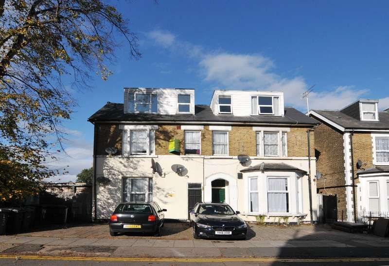 3 Bedrooms Flat for rent in Myddleton Road, Wood Green, N22