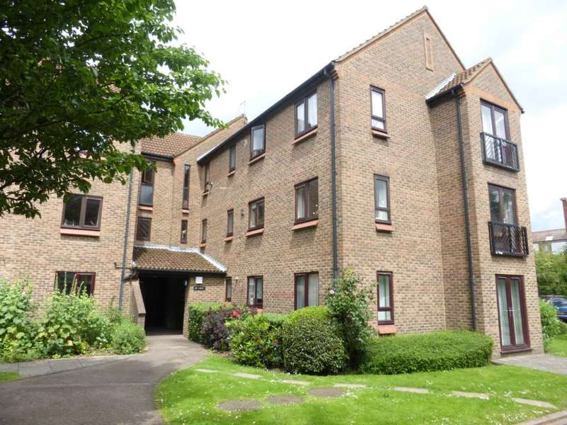 1 Bedroom Flat for rent in Ballinger Court Watford, WD18