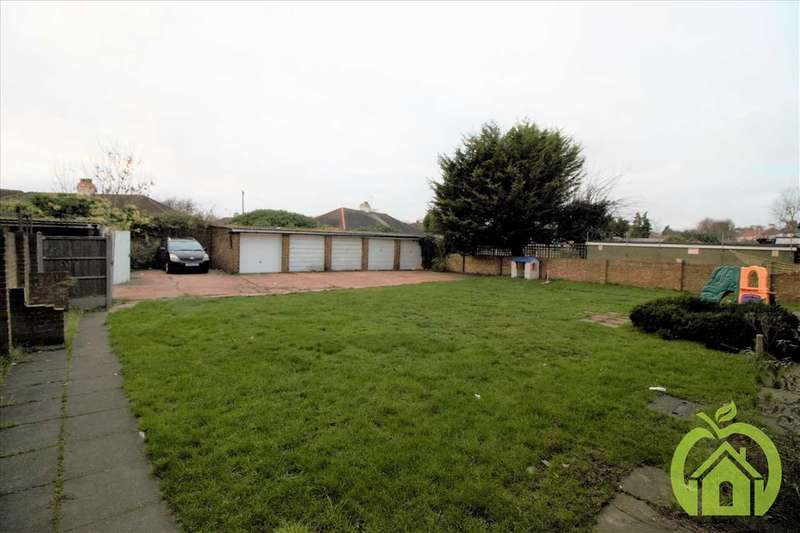 2 Bedrooms Apartment Flat for rent in Petits Lane North, Romford