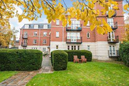 2 Bedrooms Flat for sale in St. Georges Place, Cheltenham, Gloucestershire