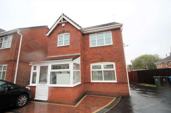 3 Bedrooms Property for rent in Wicklow Grove, Oldham, OL8
