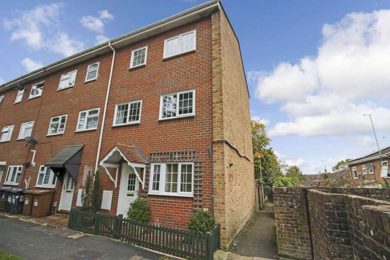 4 Bedrooms Property for sale in Launcelot Close, Andover, SP10
