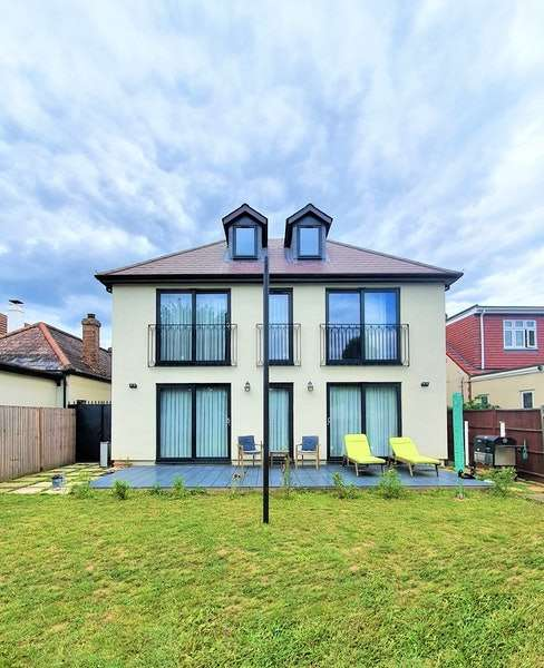 14 Bedrooms Detached House for sale in Aldborough Road, Dagenham, London, RM10