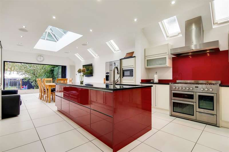 5 Bedrooms Semi Detached House for sale in Station Road , Loughton, Essex , IG10 4NX