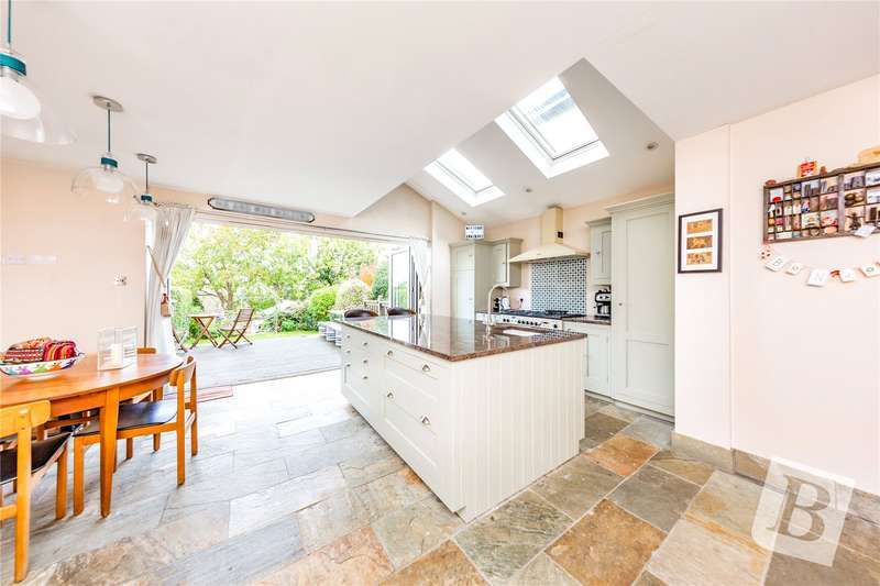 5 Bedrooms Detached House for sale in Park Road, Brentwood, CM14