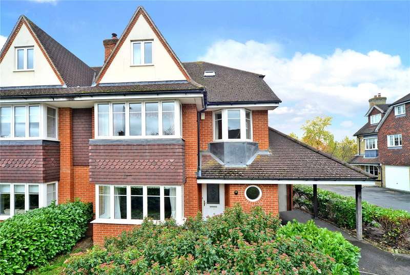 5 Bedrooms Semi Detached House for rent in Lower Green Gardens, Worcester Park, KT4