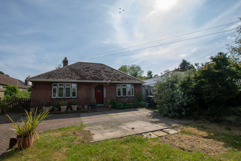 4 Bedrooms Bungalow for sale in Westcourt Lane, Shepherdswell, CT15