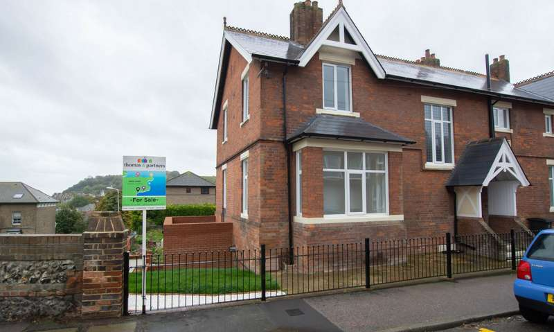 4 Bedrooms Semi Detached House for sale in Leyburne Road, Dover, CT16