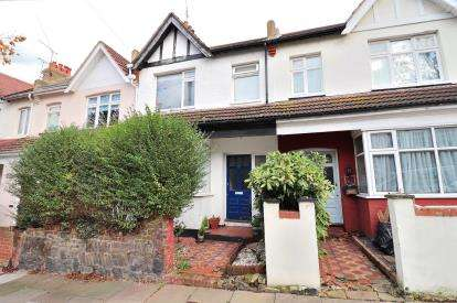 3 Bedrooms Terraced House for sale in Westcliff-On-Sea, Essex