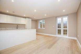 2 Bedrooms Flat for sale in Madeline House, 34 Arkwright Road, Sanderstead, Surrey