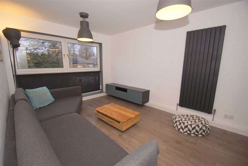 2 Bedrooms Flat for rent in Wood Close, Chapel Allerton, LS7