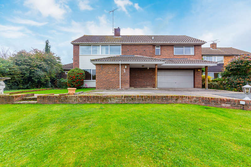 5 Bedrooms Detached House for sale in Writtle, Chelmsford