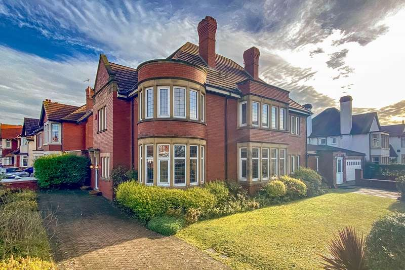 5 Bedrooms Detached House for sale in Clifton Drive South, Lytham St. Annes, FY8