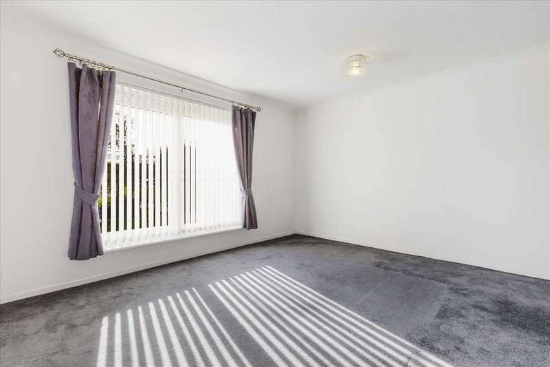 2 Bedrooms Apartment Flat for sale in Caithness Road, Brancumhall, EAST KILBRIDE