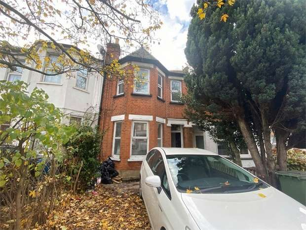 2 Bedrooms Flat for rent in Pinner Road, Harrow, Greater London