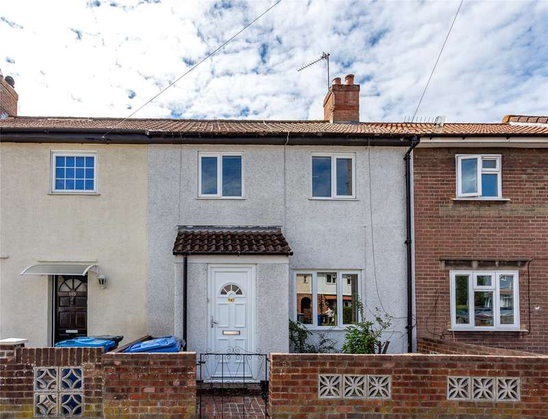 3 Bedrooms Terraced House for rent in Dedworth Road, Windsor, Berkshire, SL4 4JN