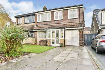 3 Bedrooms Semi Detached House for sale in Barnsdale Close, Ainsworth, Bolton, Greater Manchester, BL2