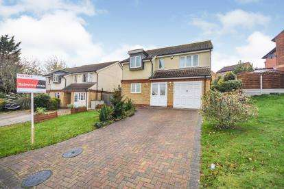 4 Bedrooms Detached House for sale in Vange, Basildon, Essex