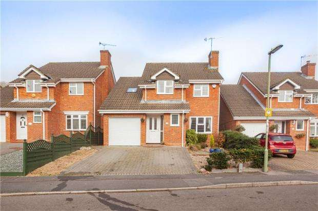 4 Bedrooms Detached House for sale in Luke Road East, Aldershot