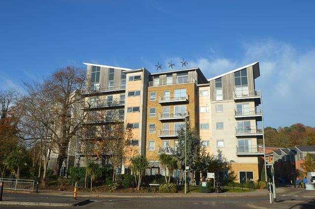 2 Bedrooms Apartment Flat for rent in 2 bedroom Apartment 2nd Floor in Farnborough
