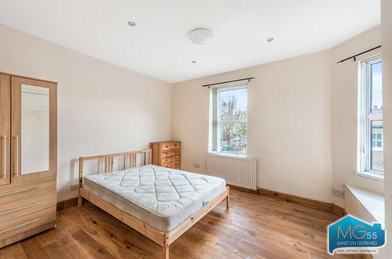 4 Bedrooms House Share for rent in Thorpedale Road, Stroud Green, London, N4