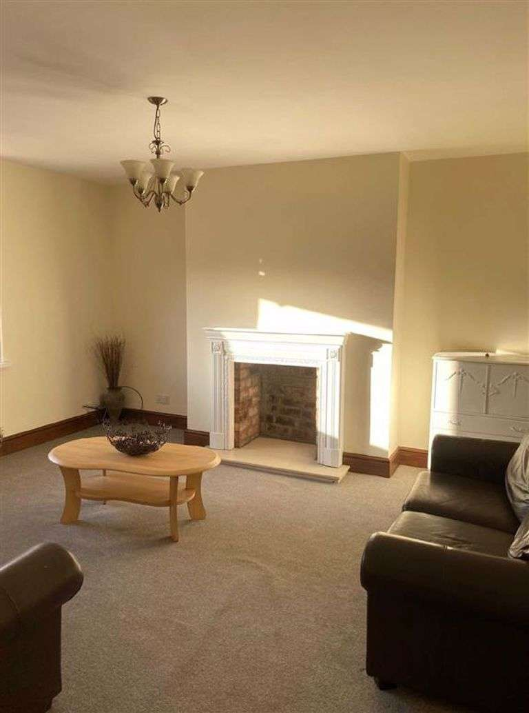 2 Bedrooms Flat for rent in Cemetery Road, Pudsey, LS28