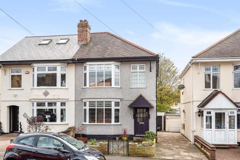 3 Bedrooms Semi Detached House for sale in Bush Elms Road, Hornchurch, RM11 1LS