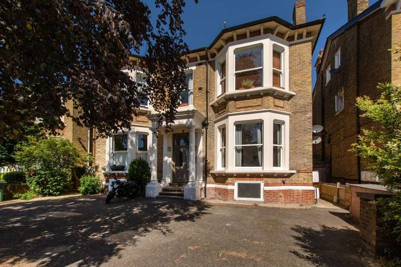 2 Bedrooms Flat for rent in Mount Nod Road, Streatham Hill, SW16