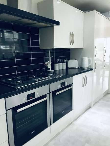 3 Bedrooms Terraced House for sale in St. Awdrys Road, Barking, London, IG11