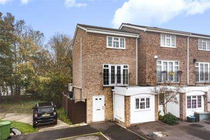 3 Bedrooms End Of Terrace House for sale in Ullswater Close, Bromley
