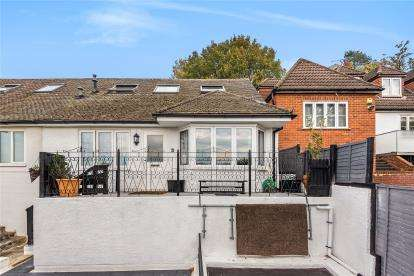 3 Bedrooms Semi Detached House for sale in Hartfield Crescent, West Wickham