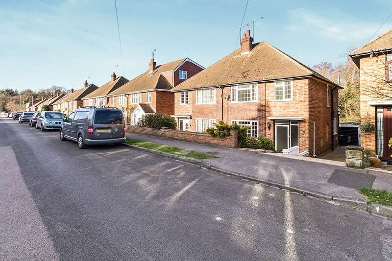 3 Bedrooms Semi Detached House for rent in Eden Road, Bexley, DA5