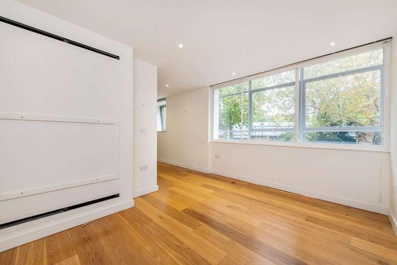 3 Bedrooms Flat for rent in Highbury Crescent, N5 1RN