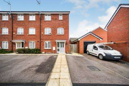 4 Bedrooms End Of Terrace House for sale in Fossett Grove, Dunstable, Bedfordshire