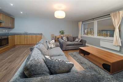 2 Bedrooms Flat for rent in The Plaza Building, Glasgow, G42