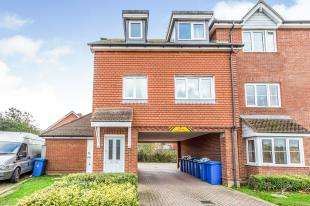 2 Bedrooms Maisonette Flat for sale in Barley House, Great Easthall Way, Sittingbourne, Kent